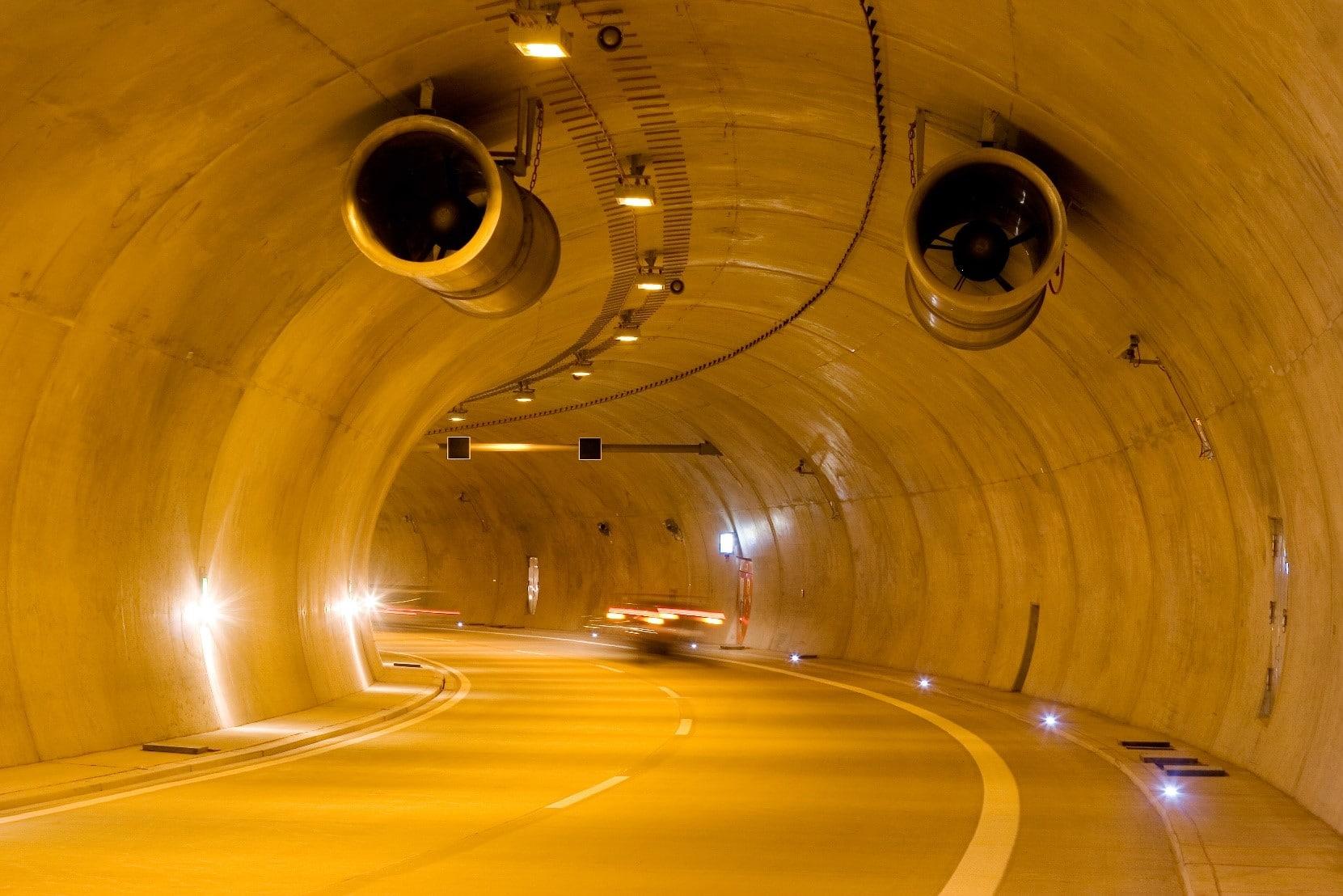 Sicherheitsausstattung im Tunnel bei Burgholz